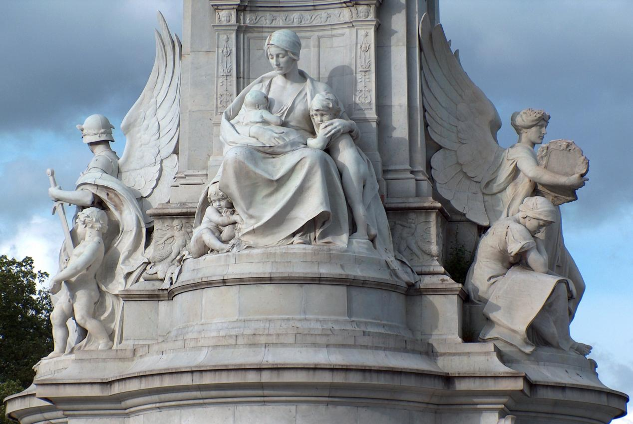 Statues of British royalty in London