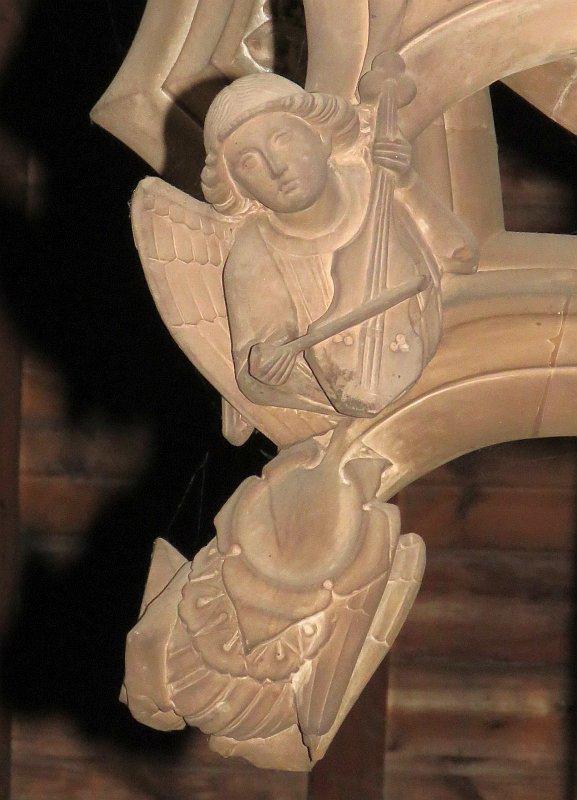 angel on tombs