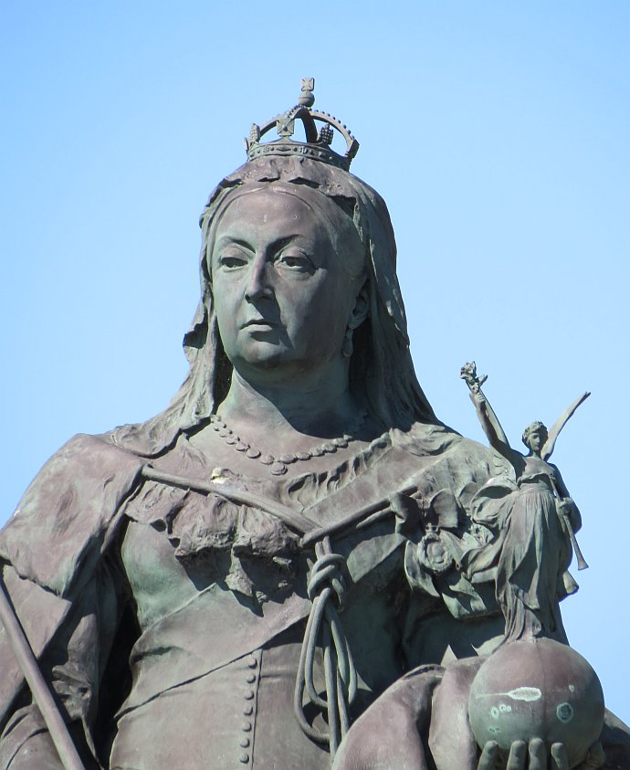 King Edward VII Memorial and Queen Victoria Statue